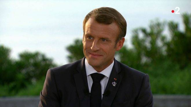 "A TV grab made on August 26, 2019 shows French president Emmanuel Macron during an interview broadcast on French TV France 2 in Biarritz, on August 26, 2019. (Photo by – / FRANCE TELEVISIONS / AFP) / RESTRICTED TO EDITORIAL USE – MANDATORY CREDIT ""AFP PHOTO/ FRANCE 2"" – NO MARKETING NO ADVERTISING CAMPAIGNS – DISTRIBUTED AS A SERVICE TO CLIENTS"
