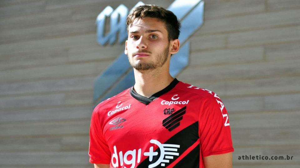 Athletico encaminha saída de uruguaio que sequer estreou para clube da Série B