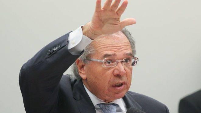 O ministro da Economia, Paulo Guedes, quer desonerar a folha para gerar mais emprego.