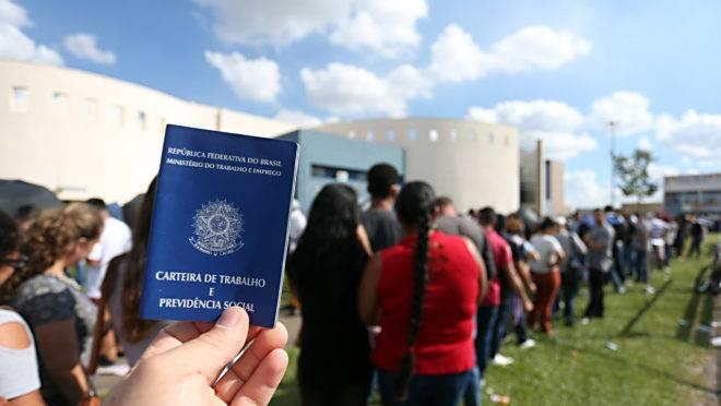 A população desempregada foi de 12,6 milhões de pessoas no trimestre finalizado em julho