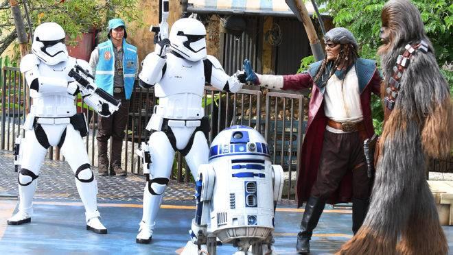 Personagens de Star Wars no Hollywood Studios da Disney em 28 de agosto de 2019, em Orlando, Flórida