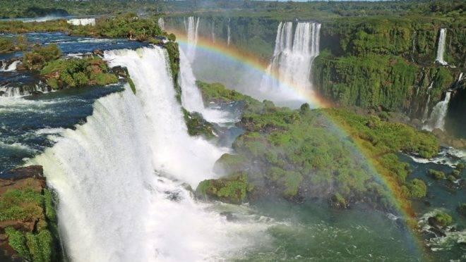 O Parque Nacional do Iguaçu já teve recorde de visitação em julho. Expectativa, com os novos voos, é receber ainda mais turistas até o fim do ano.