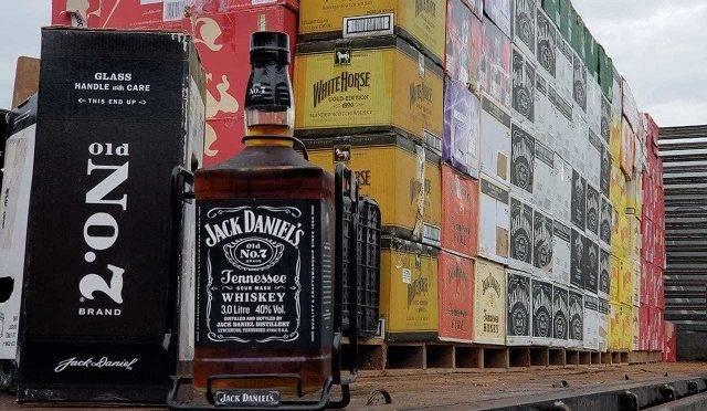 Whisky apreendido pela Polícia Rodoviária Federal no Paraná