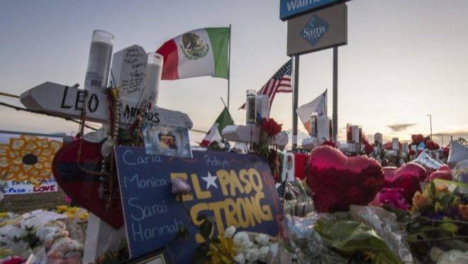 Memorial em homenagem às 22 vítimas fatais do tiroteio em um Walmart em El Paso, estado americano do Texas, em 6 de agosto de 2019