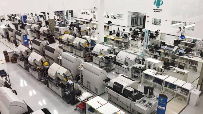 A unidade da DB em São José dos Pinhais tem 7.400 m² de área construída e funciona 24 horas. Na planta, foram investidos R$ 20 milhões.