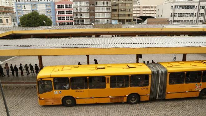 Ônibus articulado no terminal Guadalupe