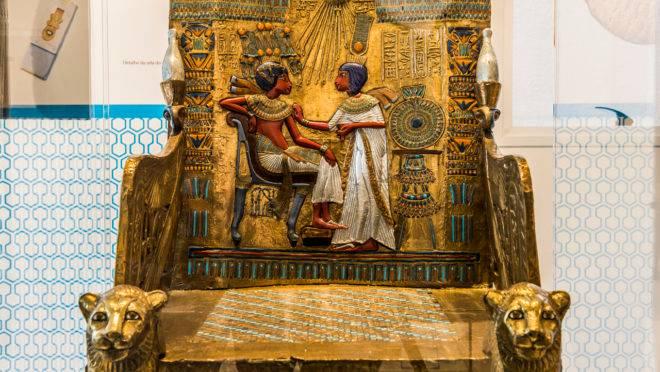 Museu fica do outro lado da rua do Museu Egípcio Rosa Cruz.