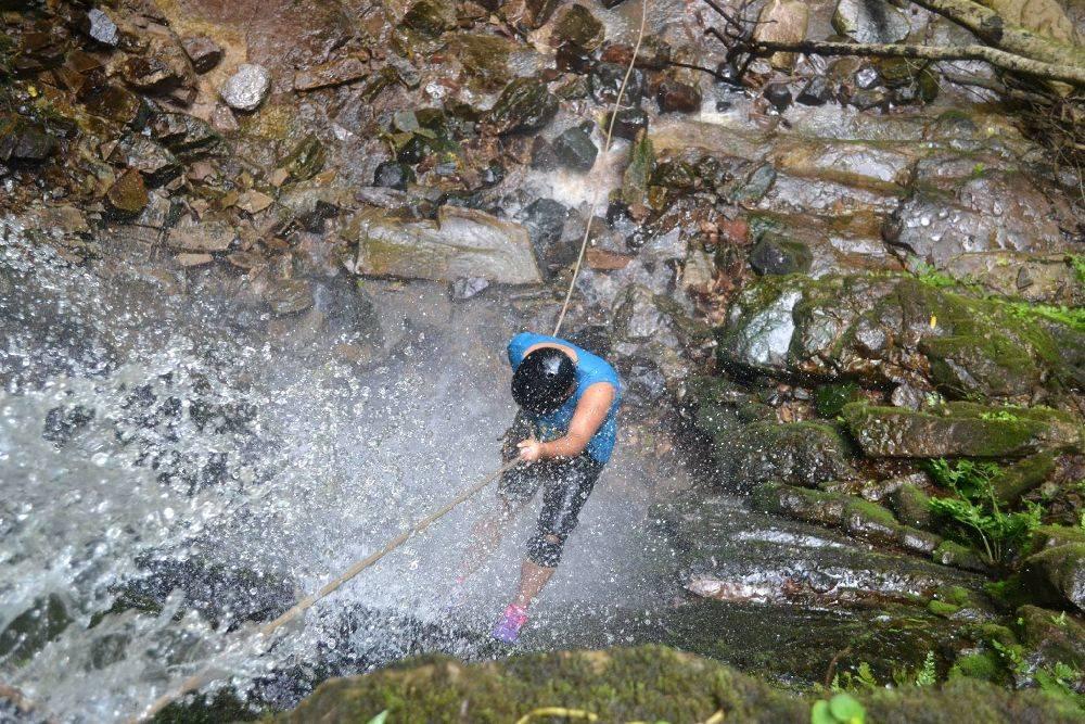 Aventuras radicais na cascata são organizadas pela Pousada Ruvina. Foto:Reprodução Facebook Pousada Ruvina