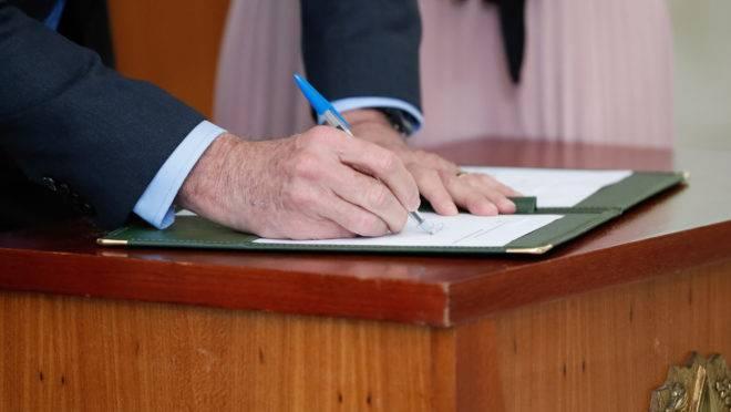 Bolsonaro sancionou a lei de abuso de autoridade nesta quinta-feira (5) com 19 vetos.