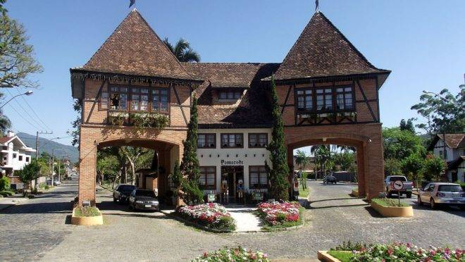 Museu do Brinquedo, com 3 mil peças, inaugura em Pomerode, em Santa Catarina.