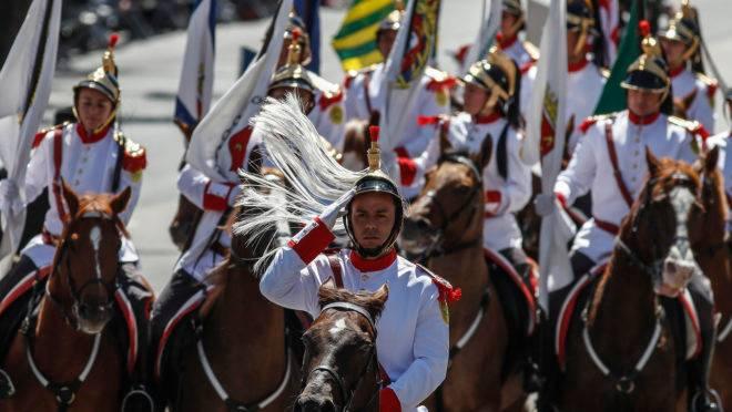 Resultado de imagem para Esplanada recebe cerca de 30 mil pessoas no desfile de 7 de setembro