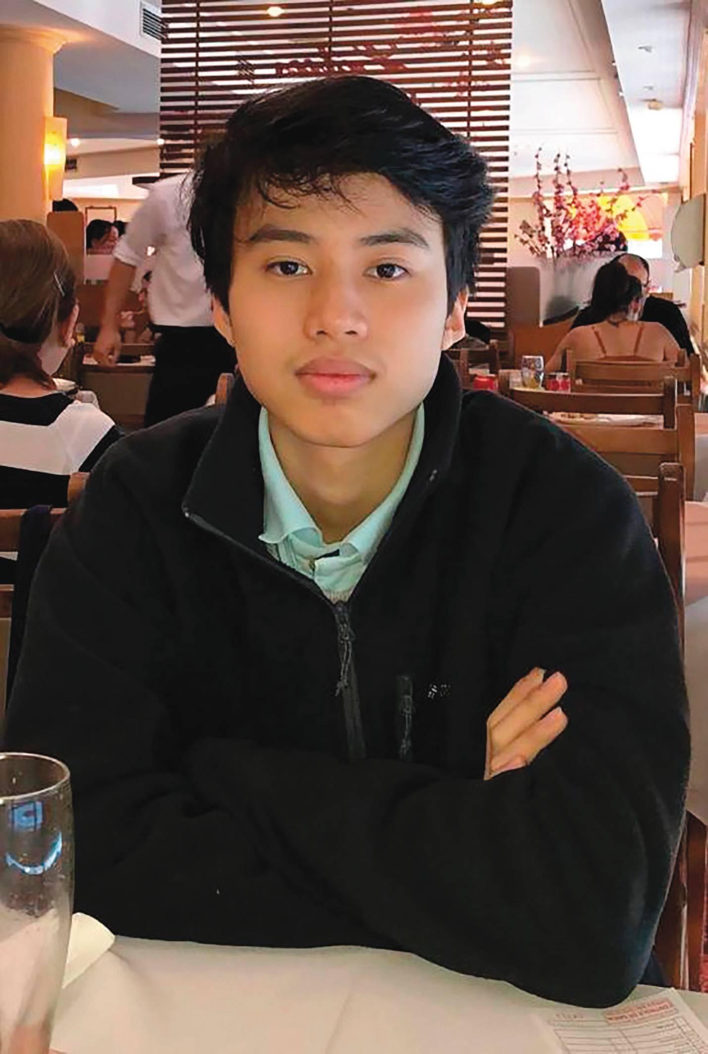 O estudante de 16 anos Davi Zheng faz uso da tecnologia para tirar dúvidas e, assim, melhorar seu aprendizado. (Foto: arquivo pessoal)