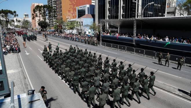 Ruas de seis bairros de Curitiba serão bloqueadas para o desfile.