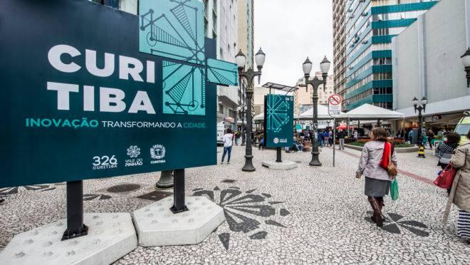 Primeiro dia da Feira da Inovação , evento que reuniu 14 startups curitibanas no calçadão da Rua XV, em 28 de março de 2019.