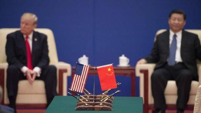 Trump e Xi Jinping, presidentes de EUA e China, respectivamente, durante encontro de líderes em Pequim.