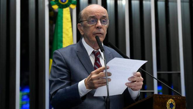 O senador José Serra durante sessão deliberativa ordinária.
