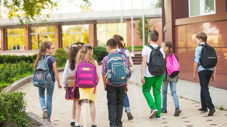 A escola ideal é aquela que  atende o perfil do estudante e a estrutura familiar