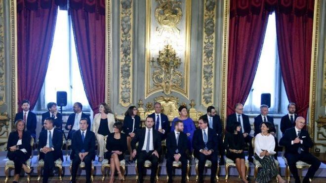 Membros do novo gabinete da Itália em cerimônia no Palácio Quirinale, em Roma, 5 de setembro de 2019