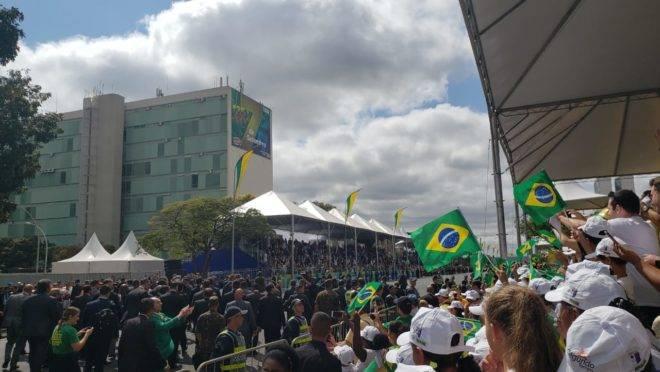 Primeiro desfile de Sete de Setembro de Bolsonaro contou com quebra de protocolo