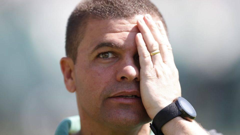 """Criticado na derrota do Coritiba, Louzer justifica: """"Nós precisávamos arriscar"""""""