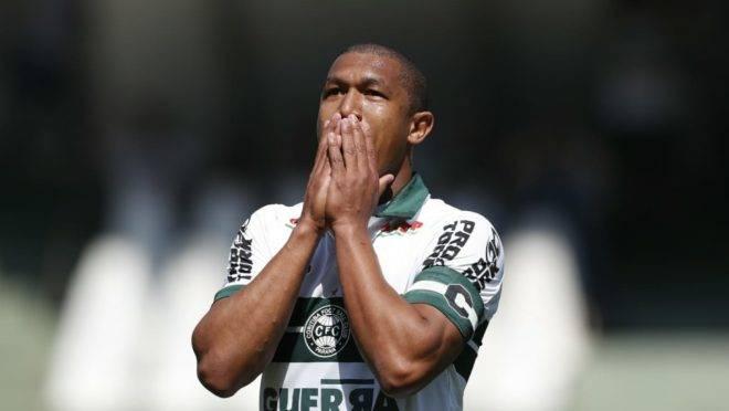 Rodrigão no jogo contra o Atlético-GO. Foto: Jonathan Campos/Gazeta do Povo