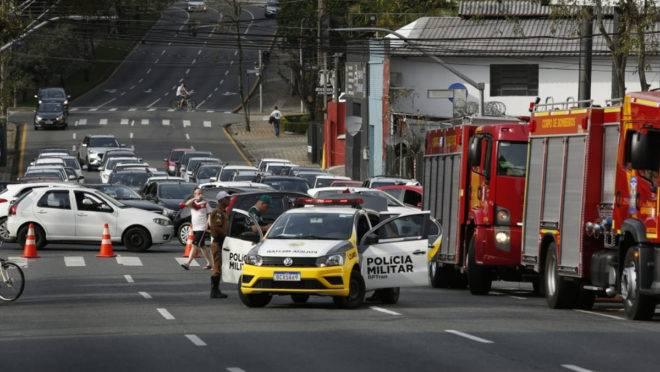 Por causa do fogo, a Rua Campos Sales, no Juvevê, foi bloqueada.