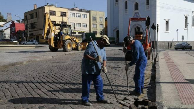 Obra na Rua Duque de Caxias bloquei o trãnsito.