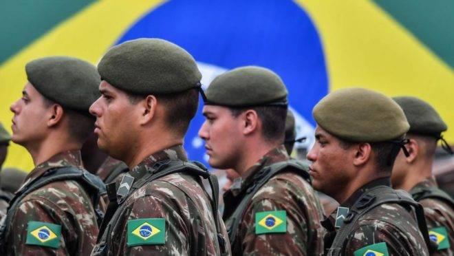 Desfile de soldados do Exército