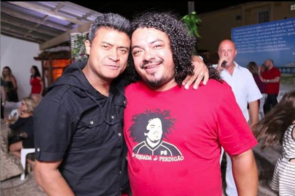 Gabiru e Perdigão jogaram juntos nos dois times e mantêm a amizade. Foto: Reprodução Instagram.