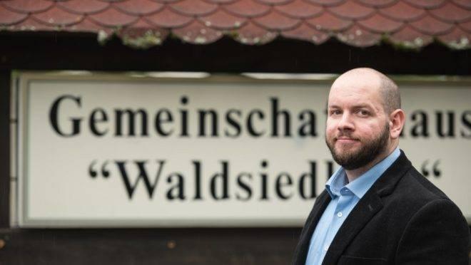 Stefan Jagsh, do Partido Nacional-Democrata (NDP), em Altenstadt-Waldsiedlung, 8 de setembro de 2019