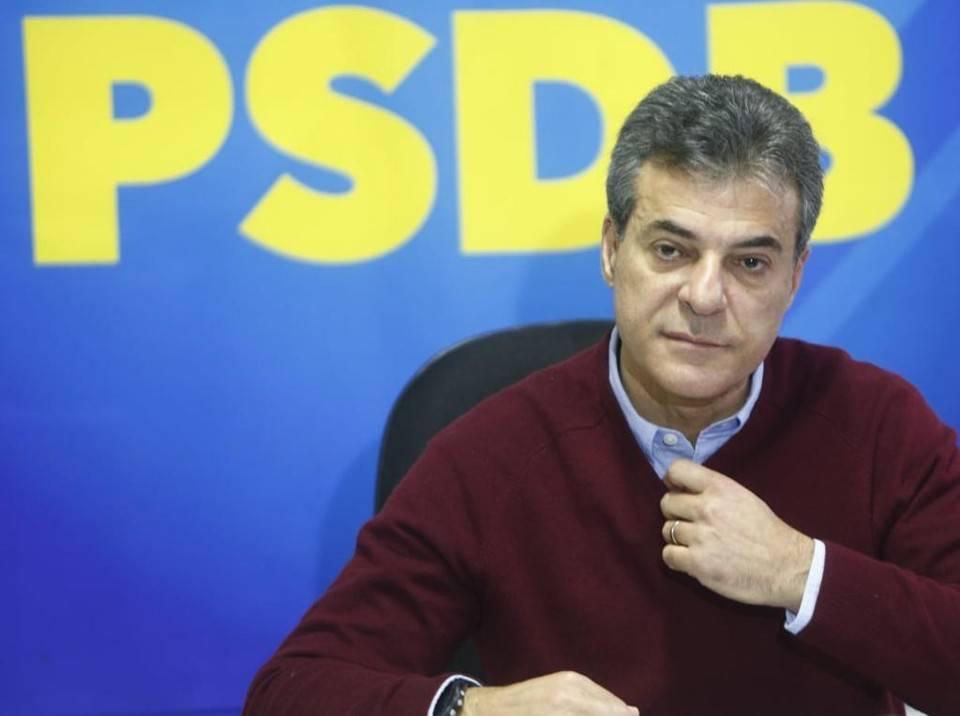 Beto Richa concede entrevista após perder uma vaga no Senado. (Foto: Aniele Nascimento/Gazeta do Povo)