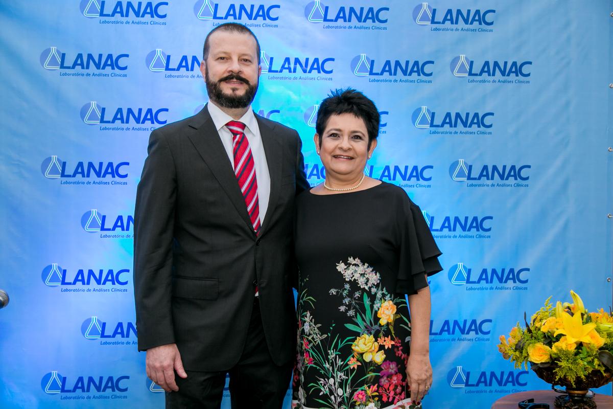Os bioquímicos Marcos Kozlowski e Elisete Pereira são os proprietários do LANAC. Foto: divulgação.