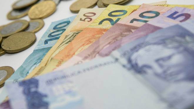 Reforma deve incluir novo imposto sobre transações financeiras.