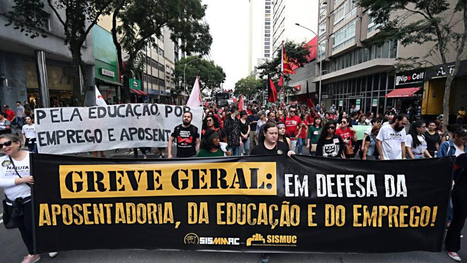 Reforma sindical: com o pé na mina!