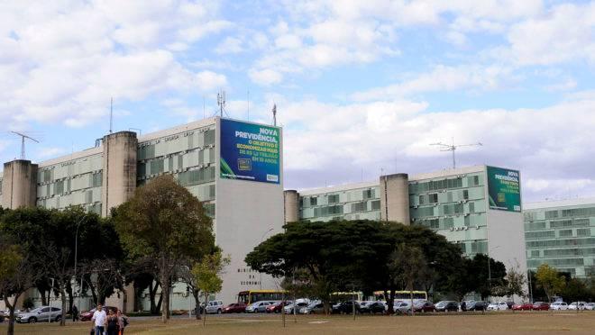 Vista da Esplanada dos Ministérios, com o Ministério da Economia em primeiro plano.