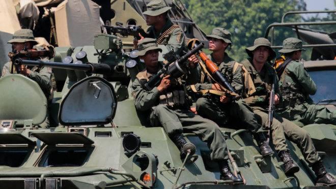 Exercício militar das Forças Armadas Nacionais Bolivarianas da Venezuela, na fronteira com a Colômbia