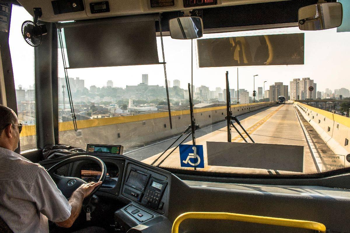 As gratuidades representam quase 25% das viagens feitas pelo transporte público brasileiro. (Foto: Shutterstock)