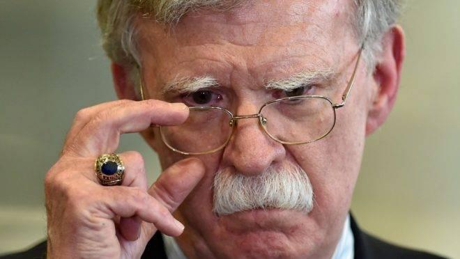 O então conselheiro de segurança nacional dos EUA, John Bolton, responde perguntas de jornalistas em Minsk, Belarus, 29 de agosto de 2019