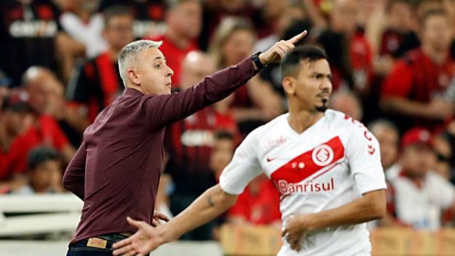 Tiago Nunes alertou sobre vantagem mínima do Athletico contra o Inter