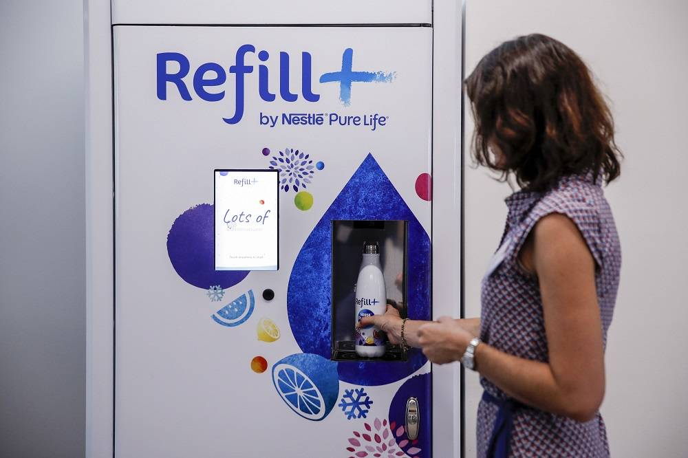 O Refill Nestlé Pure Life dispenser. Crédito: Bloomberg/Stefan Wermuth