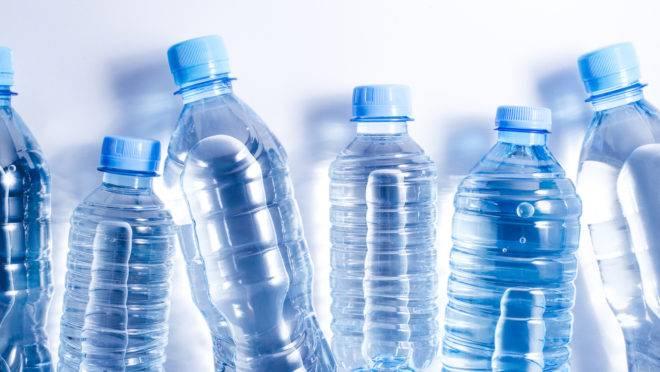 A empresa pretende diminuir o uso de garrafas plásticas ao incentivar o  sistema de refil