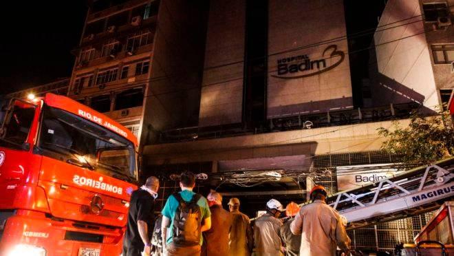 Uma mulher, que não teve o nome revelado, faleceu na manhã desta segunda-feira (16) em decorrência do incêndio.