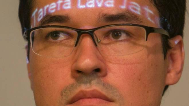 Deltan Dallagnol com a palavra Lava Jato na testa.