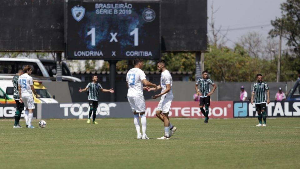 Falhas derrubam as notas do Coritiba na derrota para o Londrina; veja a pontuação