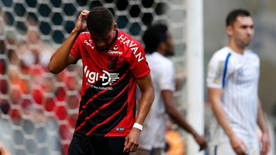 Com reservas, Athletico perde em casa para o lanterna do Brasileiro