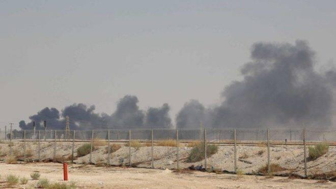 Os ataques atingiram um dos maiores campos de petróleo, que produz cerca de 1,5 milhão de barris por dia