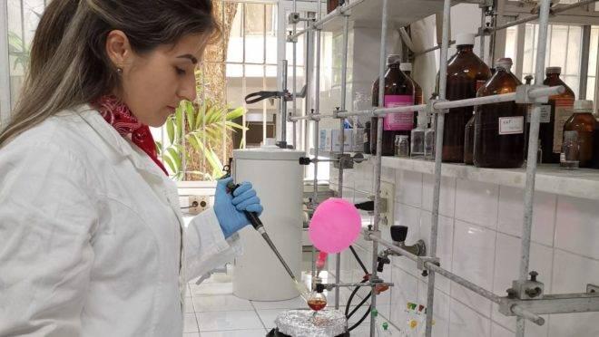 A professora Vanessa do Nascimento, da UFF.