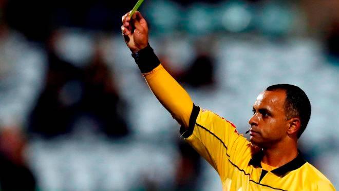 O árbitro da decisão em Porto Alegre.