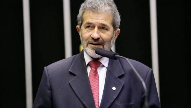 """Gonzaga Patriota sobre apoio à CPI da Lava Jato: """"A gente assina o diabo  nesses corredores"""""""