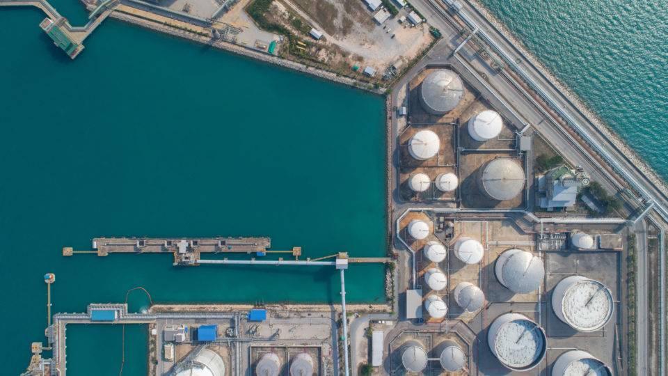 Resultado de imagem para Refino de petróleo no Brasil cresce de janeiro a setembro, diz ANP